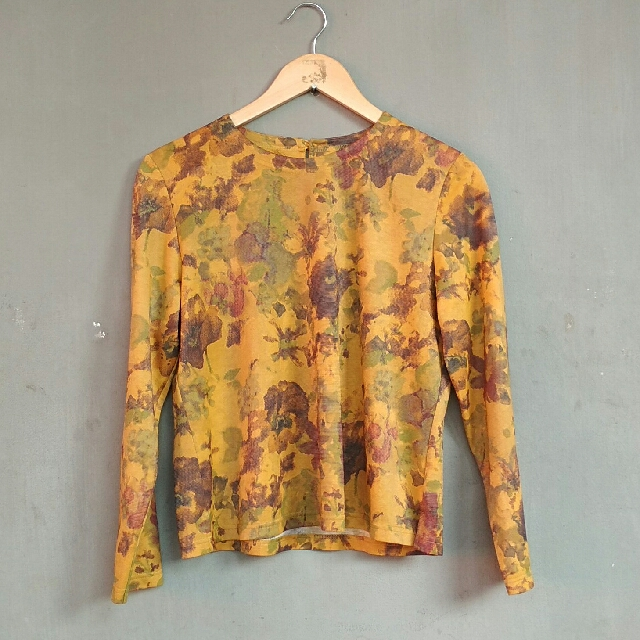 Preloved Abstrak Tshirt