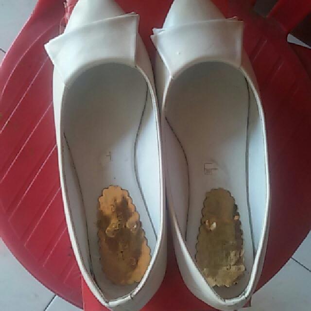 Sepatu Flat Fashion Warna Putih