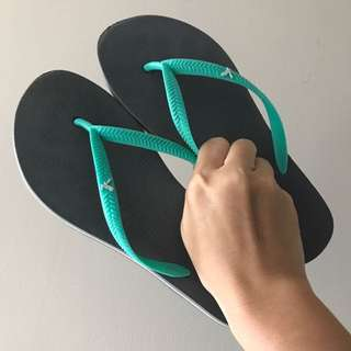 American Eagle Grey & Turquoise Flip Flops