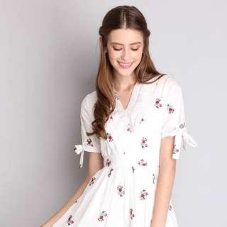 Dreamer's Footsteps Dress In White Florals