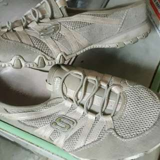 sketchers half shoes