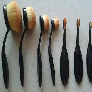 8 x Oval Brush Set