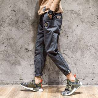 席捲全球時尚圈的九分反折褲  持續在2017當道發燒 熱賣  明星 部落客 街拍職人 衣櫃不可缺的時尚單品  共兩色 黑色 灰色 卡其色  尺寸S-2XL 穿著尺寸請詢問Q小編   #九分褲#哈倫褲#牛仔褲#韓國#捲腳褲#休閒褲