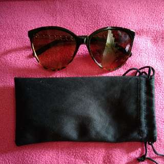 Eyeglasses/Shades with pouch
