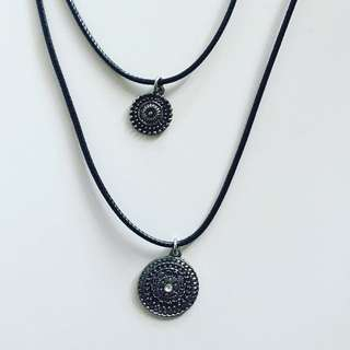 Attached Choker/necklace