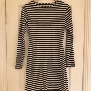 Tight long sleeve stripy dress