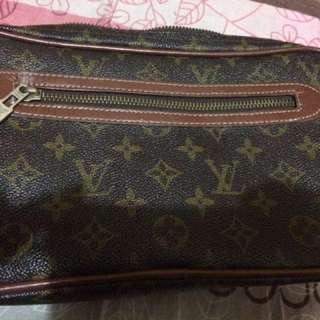 Lv pouch bag (class A) ill buy this at 1k