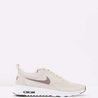 Nike Thea Runners