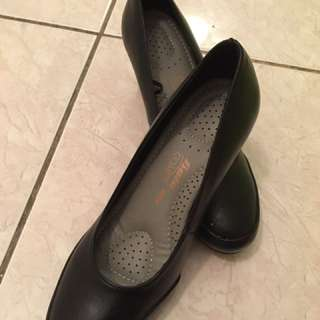 bata black shoe