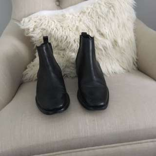 Never worn black Chelsea boots size 7