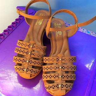 Syrup chocolate brown sandals