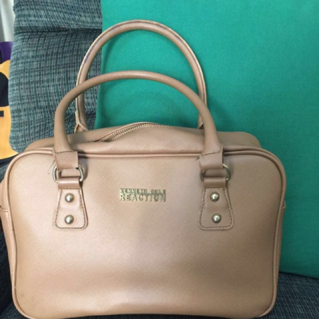 Authentic Kenneth Cole Bag w/ flaw