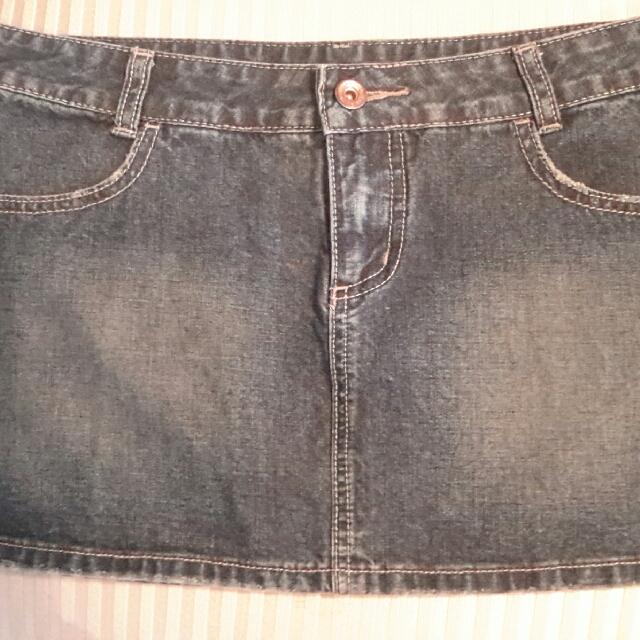 Billabong mini skirt Size 8