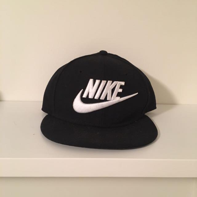 Black Nike snap back