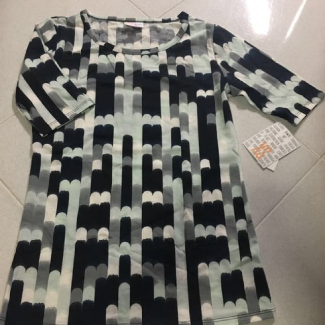 c0a3382625172a BNWT lularoe Gigi, Women's Fashion, Clothes, Tops on Carousell