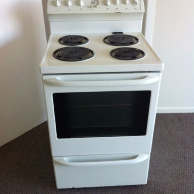 Electrical stove with oven