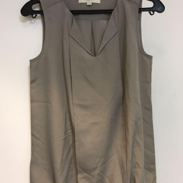 Gray sleeveless ahirt