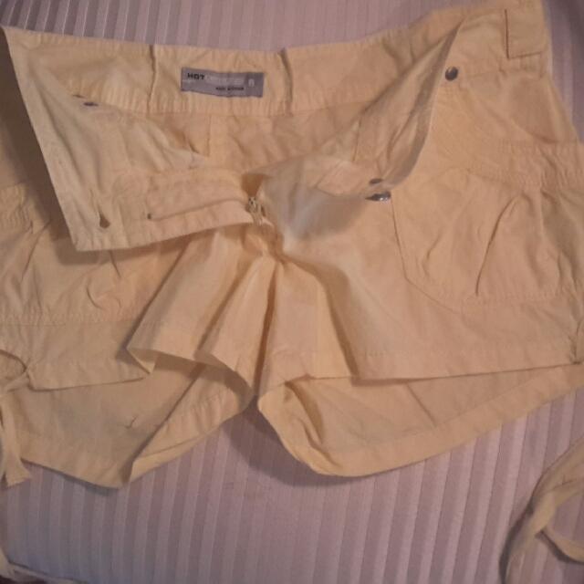 Hot Options shorts Size 8