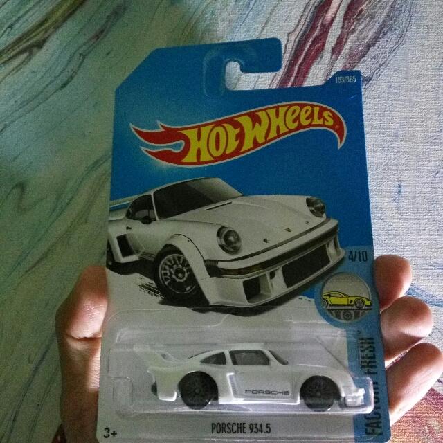 Hotwheels Porsche 934.5