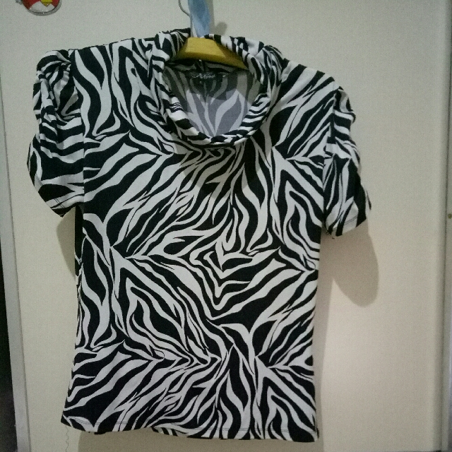 Kaos Spandex black and white
