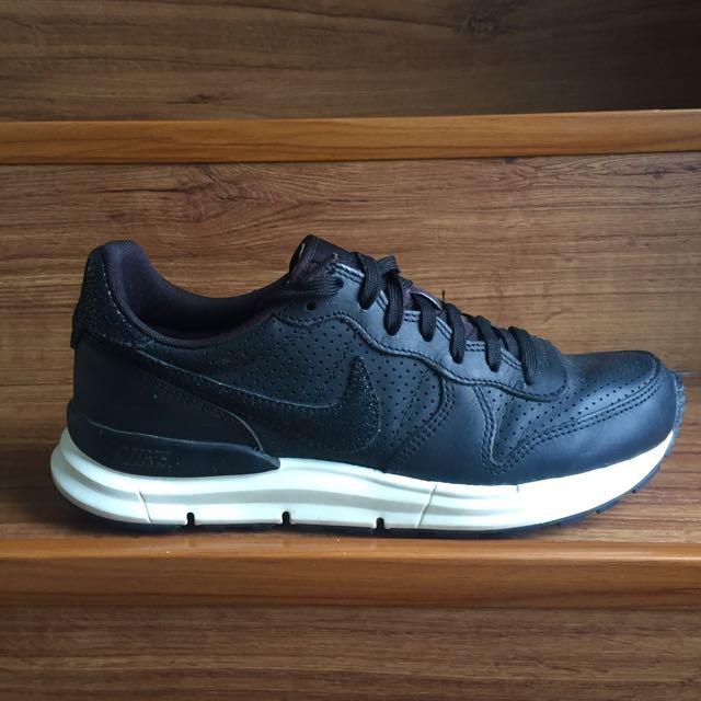 reputable site 34267 d9fb1 ... Nike Lunar Internationalist PA Stingray, Men s Fashion, Footwear on  Carousell ...