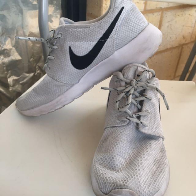 Nike roshe white