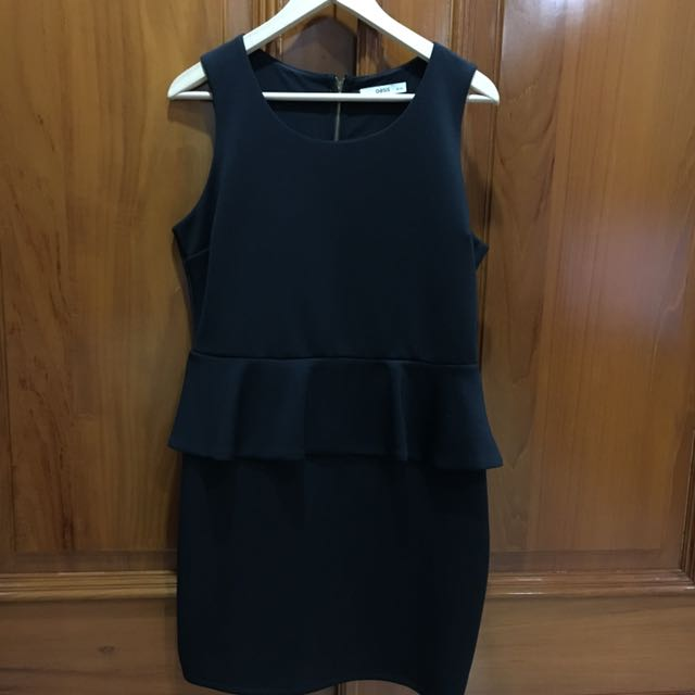 Oasis Dress in Black
