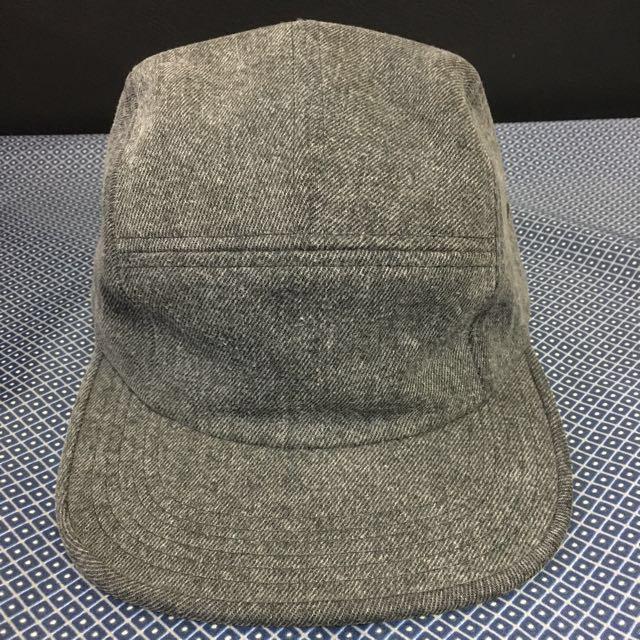 Supreme 灰色平沿帽