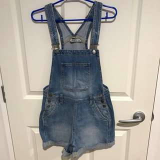 LEE WASHED OUT DENIM SHORT OVERALLS