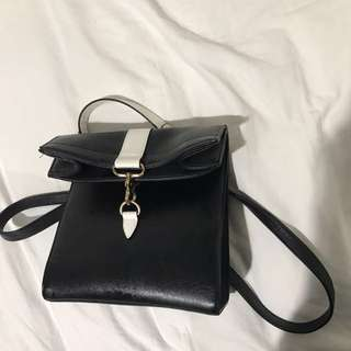 NOBRAND BLACK/WHITE CLUTCH HANDBAG