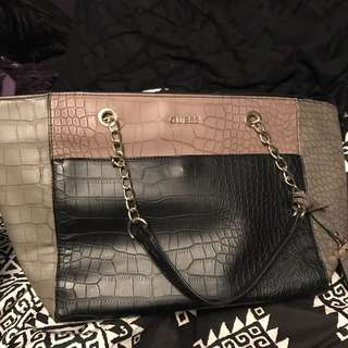 Authentic Guess purse !