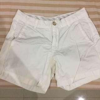 Celana pendek Uniqlo Putih