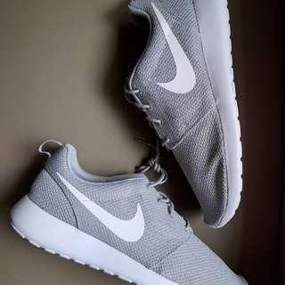 Nike Roshe Runs Size 14
