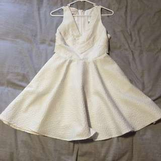 [KEEPSAKE] White mini v neck dress with pockets! (Sz S)