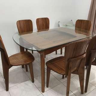 原木餐桌組。玻璃桌面147cmx91cm桌高75cm 原木餐椅六張⋯⋯不拆賣!希望找到適合的主人!9/25(ㄧ)前自取2500元不議價