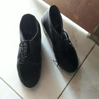 Sepatu Janggle