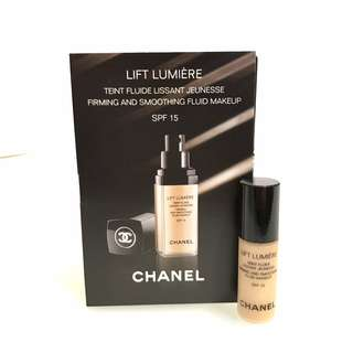 CHANEL Lift Lumière Firming & Smoothing Fluid Make Up #20 Clair