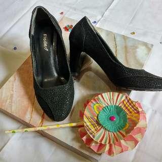 Fladeo black high heels