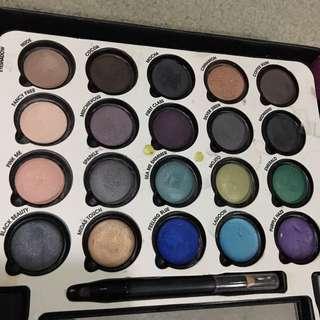 Eyeshadow ultimate makeup palette