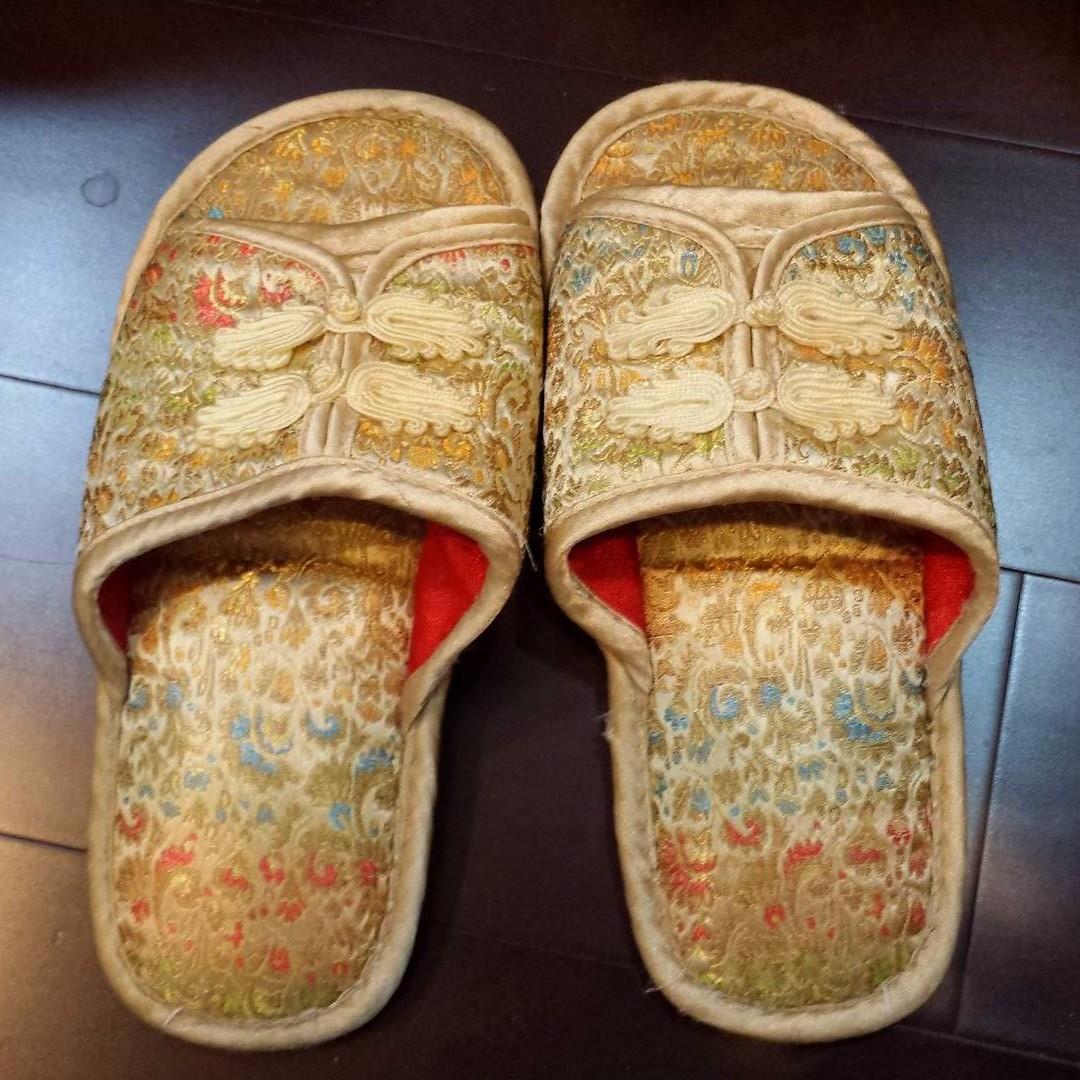 金黃刺繡皇室風室內拖鞋