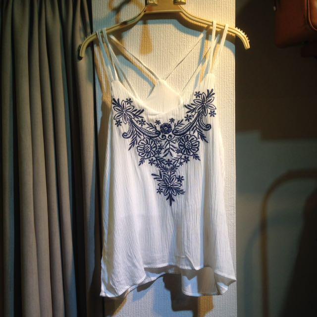 椿花二手衣-青花刺繡竹節紗細肩帶上衣-美式、海灘