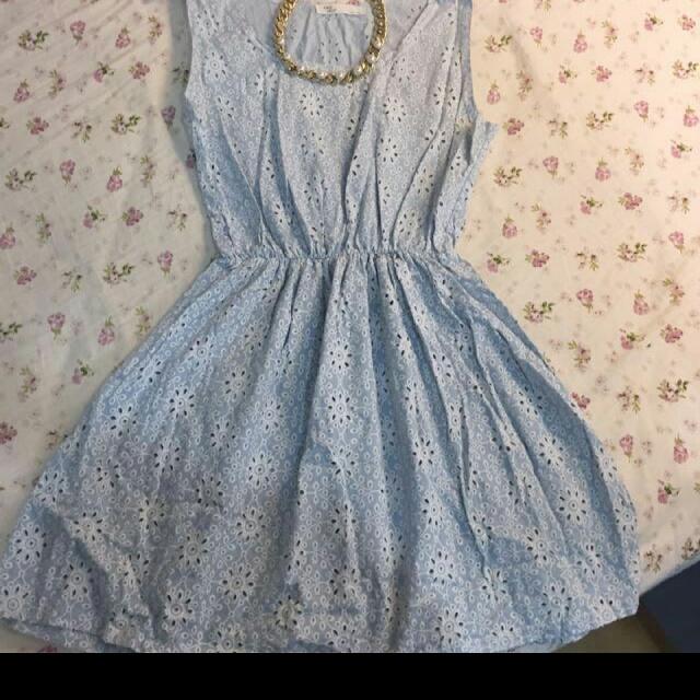 優雅淡藍色洋裝