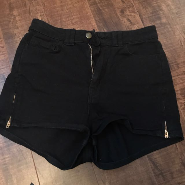 AMERICAN APPAREL - high waisted black shorts