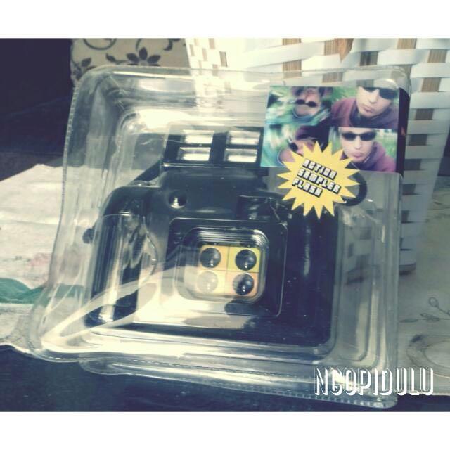 Camera Lomo Action Sampler Flash