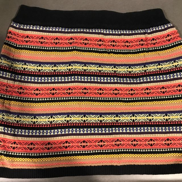Colourful knit skirt
