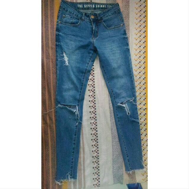 (FREE SHIPPING) Cotton On Ripped Skinny Jeans