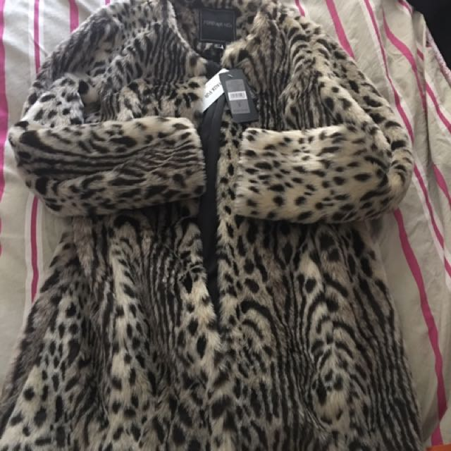 FAUX FUR BNWT FOREVER NEW BRAND