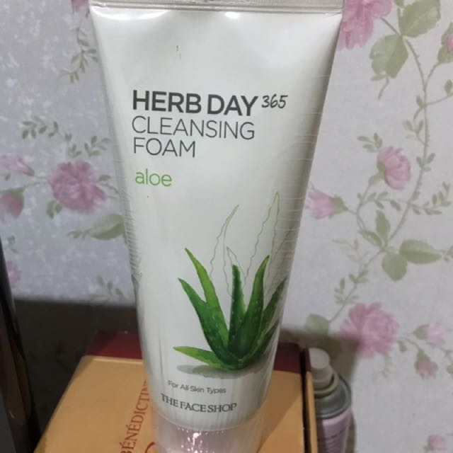 Herbal day 365 cleansing foam - aloe vera the face shop