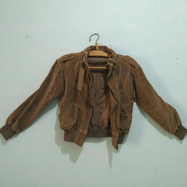 Jaket crop brown