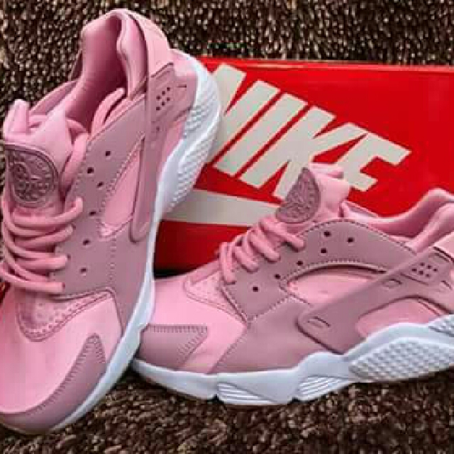 New arrival 🌼 New Shade of huarche nike 😍  👉Super Ganda  👉High Quality  🔗Collect them ALL😍❤ 🔗Direct from Bodega 💕 -Pm me 👄